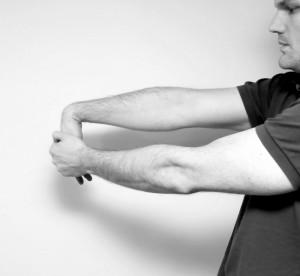 Stretching des Tennisarm Handgelenk wird zum Ellenbogen hin zurück gebogen